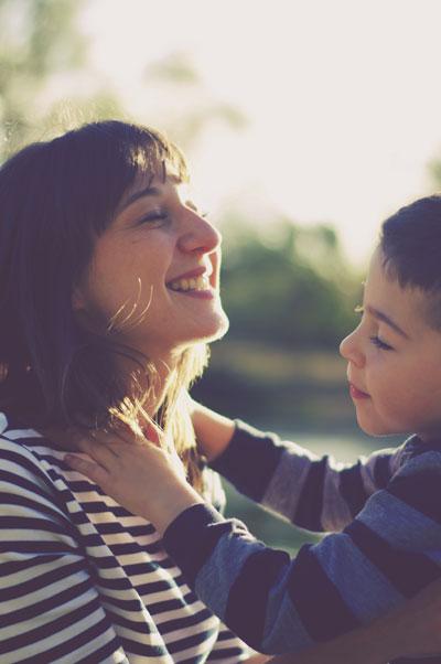 photo portrait de famille , enfants, mère fils